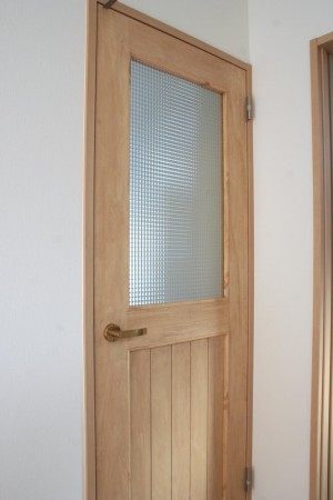 チェッカーガラスリビングドア