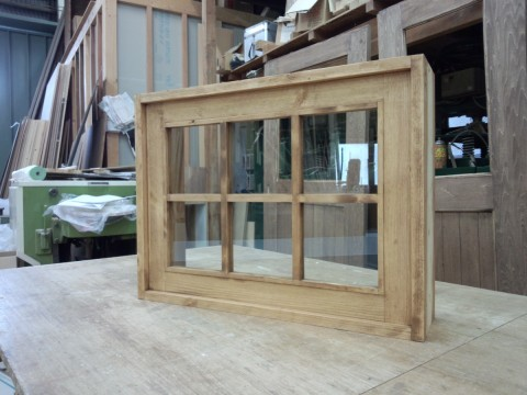 枠付きFIX窓・外側(透明ガラス、格子付き)