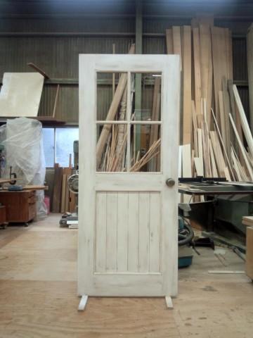 白アンティーク仕上げドア