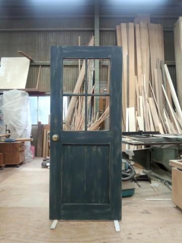 濃紺アンティーク仕上げドア