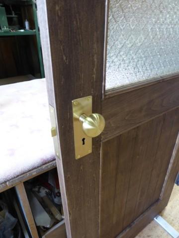 掘り込み箱錠とフローラガラスの室内ドア