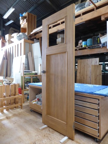 ヒノキ柾目の室内ドア