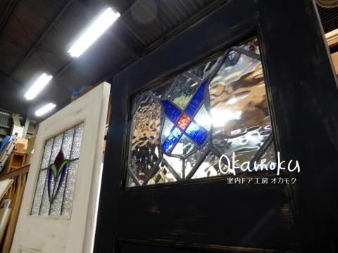 黒色アンティークペイント仕上げドアのアンティークステンドグラス