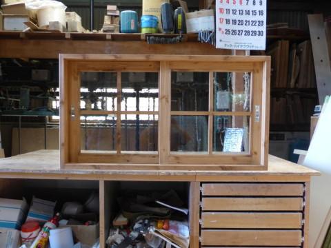 2枚引き違い窓(アーティスタ、十字格子、チーク色)