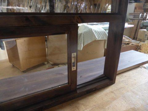 キッチン造作窓の引き違い戸