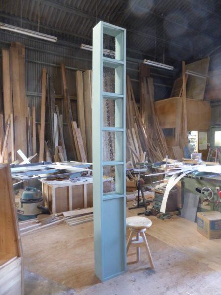 ブルーグリーンの背の高いFIX室内窓(240cm)