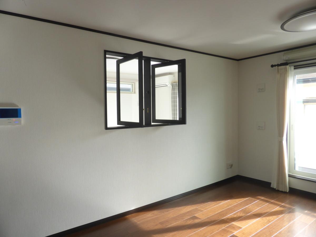 室内窓(縦軸回転)