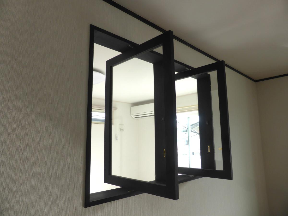 2連の縦軸回転窓(木製・ツヤ消し黒)