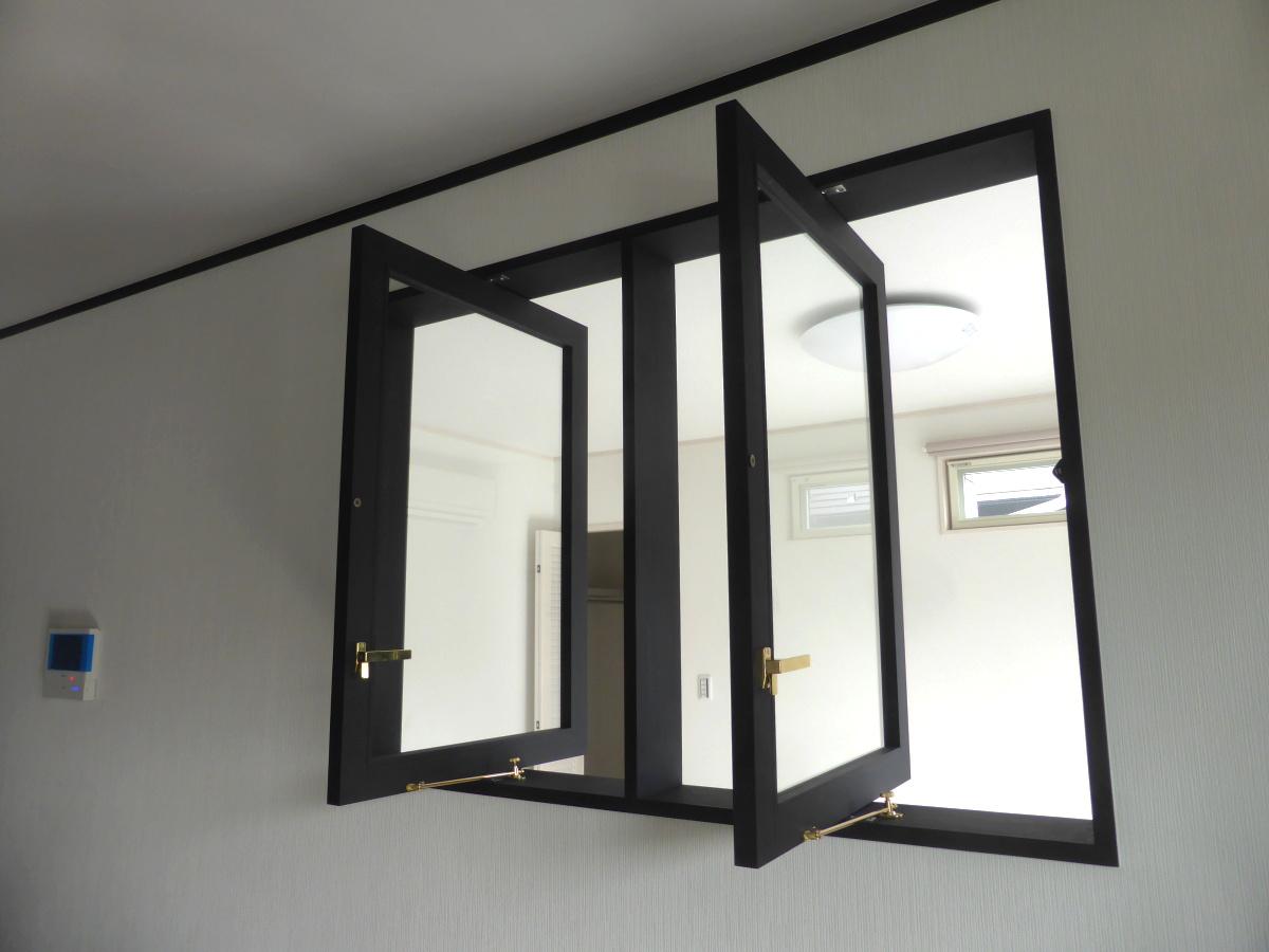 2連の縦軸回転窓/okamoku