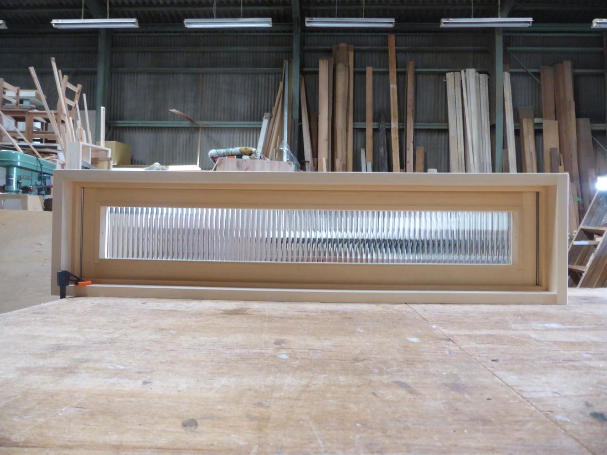 滑り出し窓(木製、オーダーメイド、内側閉時)