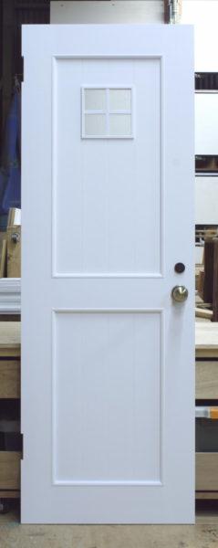 小窓付きトイレドア(バターミルクペイント塗りつぶし)
