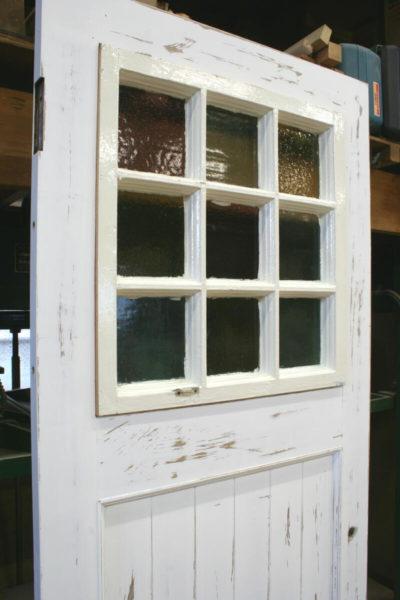 アンティークの木製格子窓