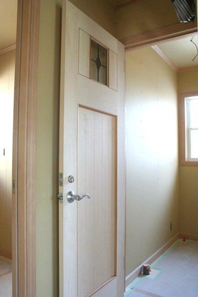 ステンドグラスのトイレドア