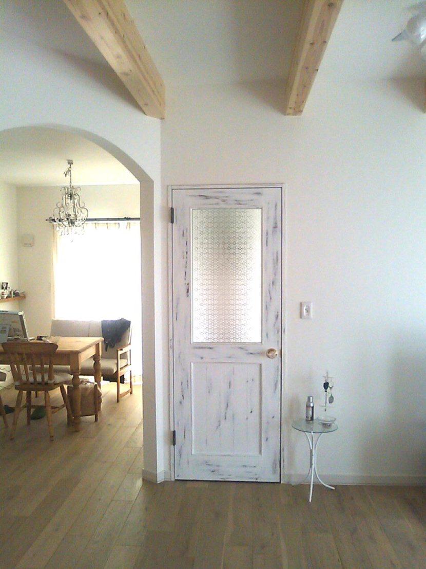 フローラガラスのアンティークリビングドア