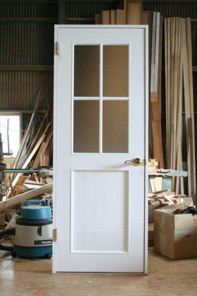十字格子の室内ドア(白塗りつぶし)
