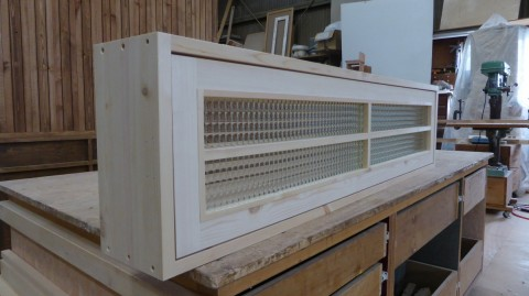 回転窓(無塗装、チェッカーガラス、格子付き)1