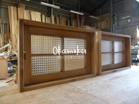 木製回転窓・内側(チェッカーガラス)
