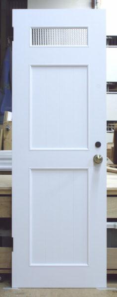 洗面脱衣室ドア(バターミルクペイント塗りつぶし)