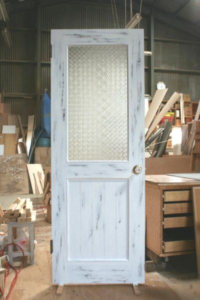 アンティークリビングドア(フローラガラス・剥がし仕上げ)